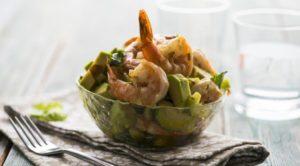 Салат с креветками и авокадо рецепт