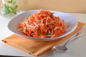 Салат с морковью и яблоками рецепт
